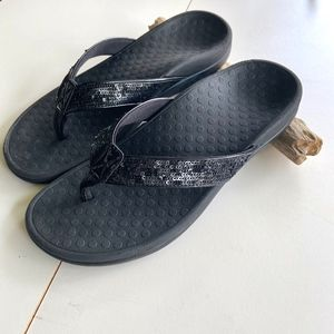 Women's Size 7 Vionic Tide Black Sequins
